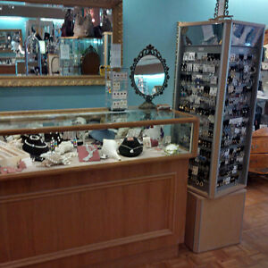 6 BEAUTIFUL OAK JEWELRY LED DISPLAY CABINETS - Price Reduced Stratford Kitchener Area image 7