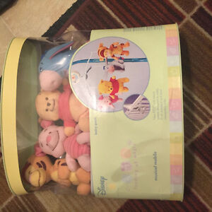 NEW DISNEY WINNIE THE POOH BABY CRIB MUSICAL MOBILE IN PACKAGE