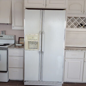 WHIRLPOOL FRIDGE  (WHITE) REDUCED MUST SELL