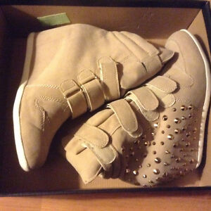 Beige and gold wedge boots size 10 Kitchener / Waterloo Kitchener Area image 1