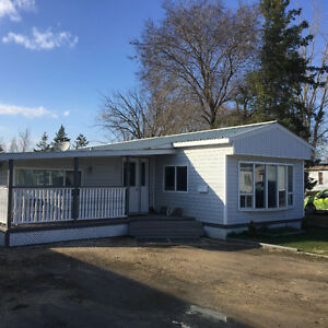 Beautiful Mobile Home Minutes from the City