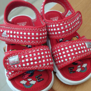 Adidas Disney Minnie Mouse little girls sandals, like new