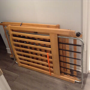 Wooden crib and mattress - adjustable railing height with wheels
