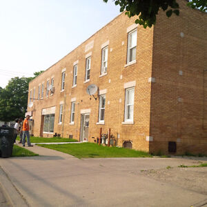 Freshly renovated 600 s.f. commercial space by Ouellette $450++