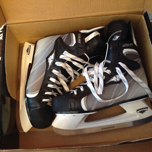Men's hockey skates - new