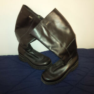 Women's Black Leather Artica Boots - Made in Canada