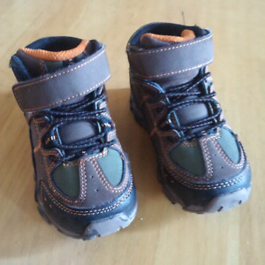 Toddler size 7 boots