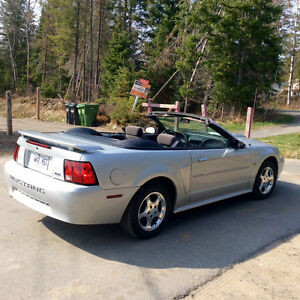 2004 Ford Mustang cabriolet, toute équipée, mags