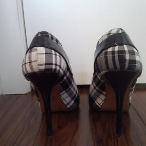 Black and White Plaid Booties, Size 8 London Ontario image 3