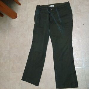 Ladies Size 14 Pair of deep Olive Cargo Pants by Old Navy