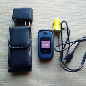 ZTE flip phone & charger (Unlocked)