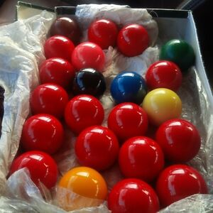 comeplete set of Belgium snooker balls