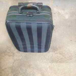 Luggage Carry On Sonada with pull out handle & castors. West Island Greater Montréal image 1