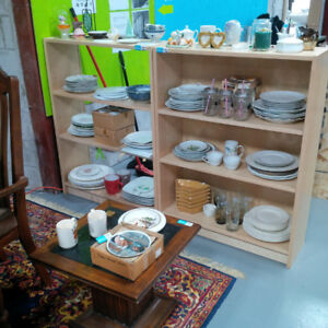 Large selections of ceramic/porcelain chinas & home decors