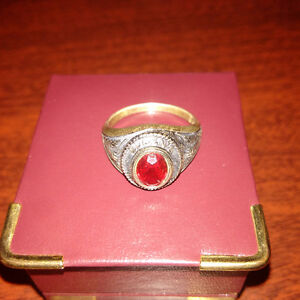 Queen's University School Ring