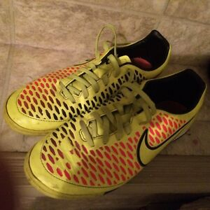 Nike Magista size 7 ladies indoor soccer shoes