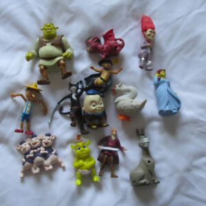 SHREK LOT DE 13 JOUETS FIGURINES MCDONALDS.