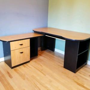 Corner/ L-Shaped Computer Desk
