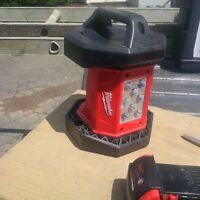 MILWAUKEE 18 VOLT FLOOD LIGHT & 18 VOLT LITHIUM ION BATTERY