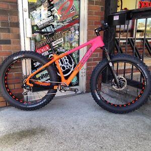 2016 Salsa Beargrease Carbon X01 Bluto RCT3  Fat Bike