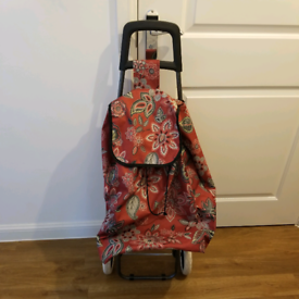 Grocery carry bag with wheels