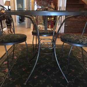 KITCHEN GLASS TOP WROUGHT IRON TABLE & 4 CHAIRS/ RUG