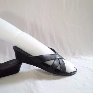 Size 6-7 Sandals & Slippers Kitchener / Waterloo Kitchener Area image 5