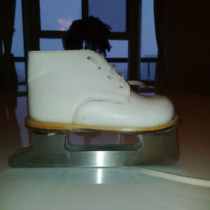 BABY SKATES SIZE 7 WHITE TWO BLADES