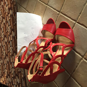 sandale rouge neuve
