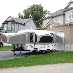 2006 Starcraft 2407 with Slide-out Dinette