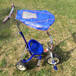 Tricycle poussable