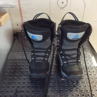 Kids snowboard boots size 4