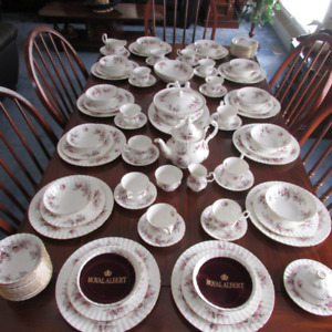 "ROYAL ALBERT ""LAVENDER ROSE"" BONE CHINA FROM ENGLAND 102 PIECES"