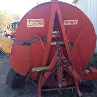Tomahawk 5050 bale shredder