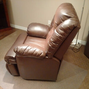 **EUC-Bonded Leather Powered Recliner, 1yr old!!** Cambridge Kitchener Area image 3
