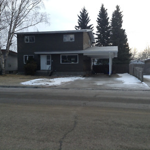 Family Home near Duchess, Hospital, Shopping - Avail April 1st