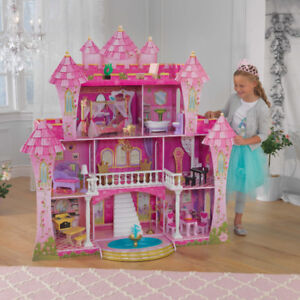 Far Far away Doll House great shape! Doesn't include furniture