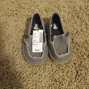 Children's Place Boy's Deck Shoes - size 6 Kitchener / Waterloo Kitchener Area image 1