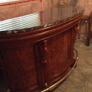 BEAUTIFUL BAR WITH GRANITE COUNTER TOP