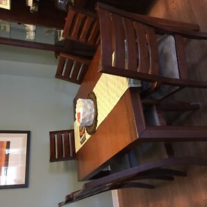 Beautiful Dining table and hutch Kingston Kingston Area image 2