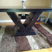 Expresso dining table in excellent condition