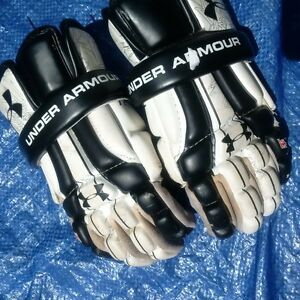 Under Armour lacrosse gloves - youth medium