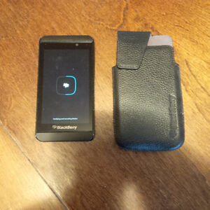 Blackberry Z10 with case AND Blackberry Q10 for sale Kitchener / Waterloo Kitchener Area image 2
