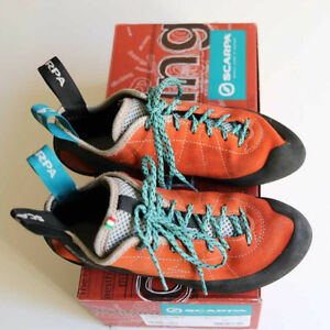 Youth climbing shoes