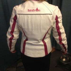 Ladies Size 6 White & Pink Leather Motorcycle Jacket Kitchener / Waterloo Kitchener Area image 2
