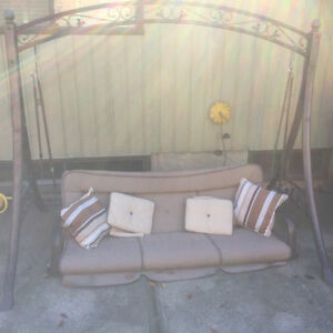 Swing with cushions