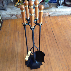Fireplace toolset- like new condition