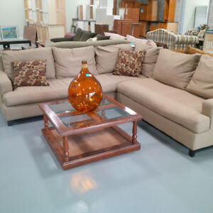 Beautiful 2pc sofa set w/matching cushions(Likely Use Condition)
