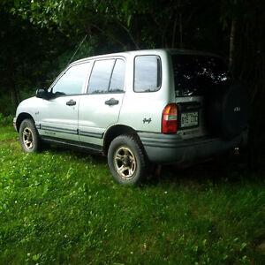 2001 Chevrolet Tracker standard VUS