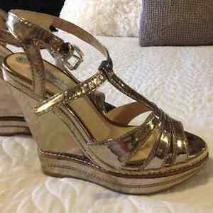 David Dixon silver metallic heel